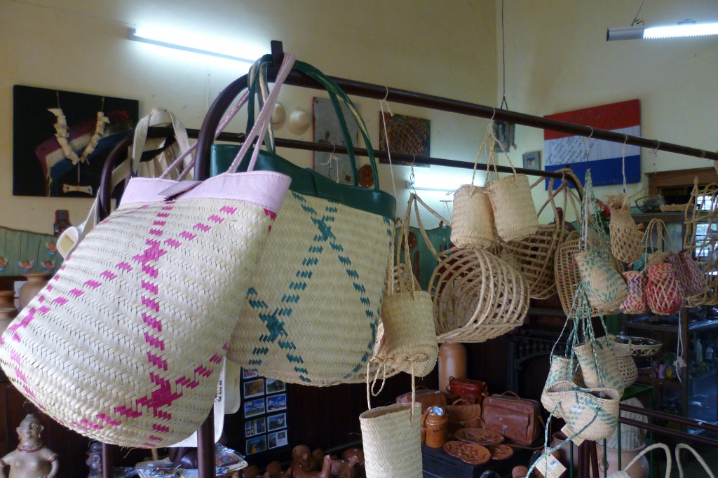 Artesanias de comercio justo / Fair trade handicrafts